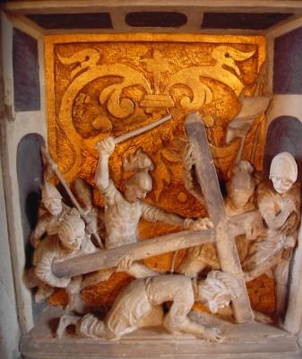 Jesus bricht unter der Last des Kreuzes zusammen